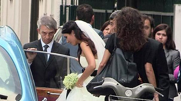 Tuba Büyüküstün in her wedding dress