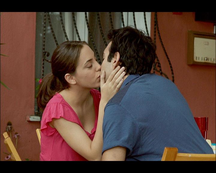 Öykü Karayel kissing with Güney