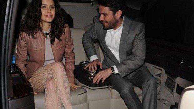 Beren Saat with Kenan Doğulu, she wears fishnet stockings
