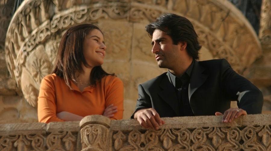 Beren Saat with the eminent Turkish director Mahsun Kırmızıgül in her first TV series Aşka Sürgün (Exile to Love) in 2005