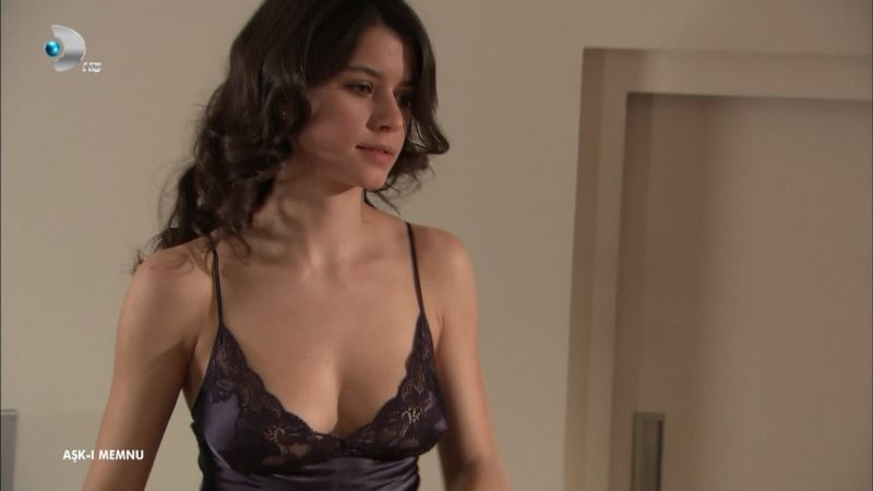 Turkish actress Beren Saat Hot Cleavage Unseen Video