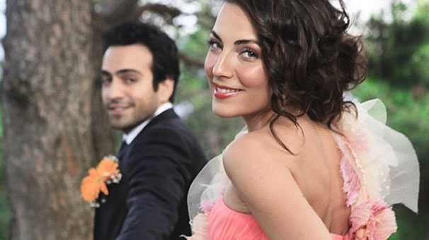 Buğra Gülsoy and Burcu Kara was stayed married for 1 year