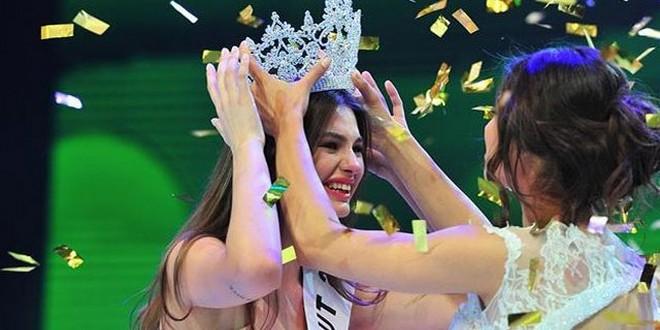Ece Çırpan is crowned Miss Turkey 2015