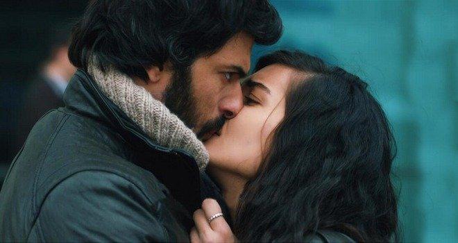 Engin Akyürek Tuba Büyüküstün kissing in Kara Para Aşk