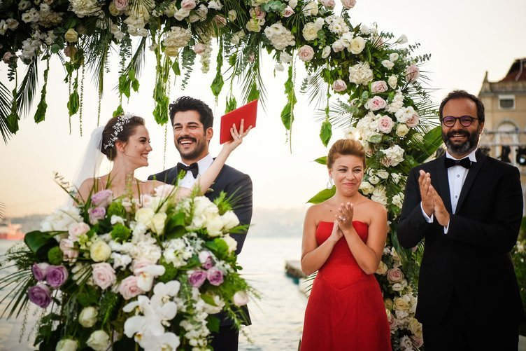 Fahriye Evcen and Burak Özçivit got married