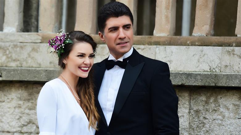 Aslı Enver and Özcan Deniz in İstanbullu Gelin - Bride Of Istanbul