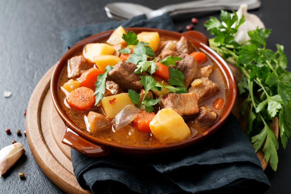 Meat and Vegetable Hotpot (Güveç)