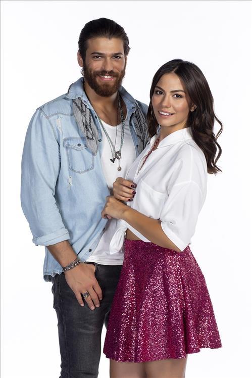 Can Yaman as Can Divit and Demet Özdemir as Sanem Aydın in Erkenci Kuş - Early Bird Tv series