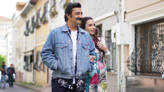 Reyhan Güneş played by Songül Öden, and Cem Güneş played by Celil Nalçakan