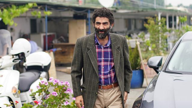 Şakir Mutlu, played by Ali Seçkiner Alıcı. He is the biological father of Mahur Güneş, played by Olgun Toker