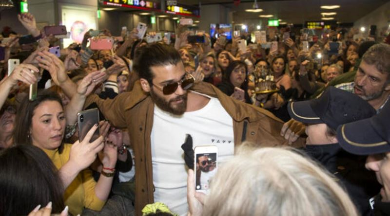 Hundreds of fans of Can Yaman welcomed his in Spain.