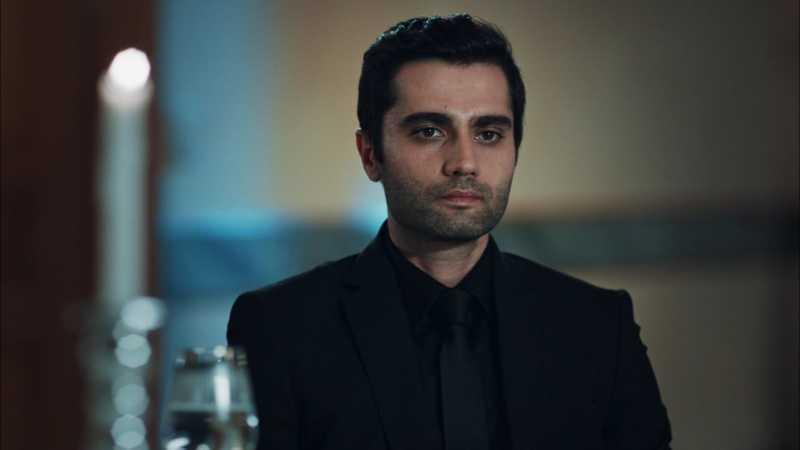 Yunus Emre Yıldırımer (acted as Alpaslan Çakırbeyli) is the nephew of Hızır