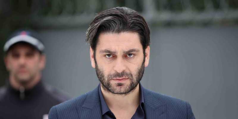 Ozan Akbaba ( acted as İlyas Çakırbeyli) is the younger brother of Hızır