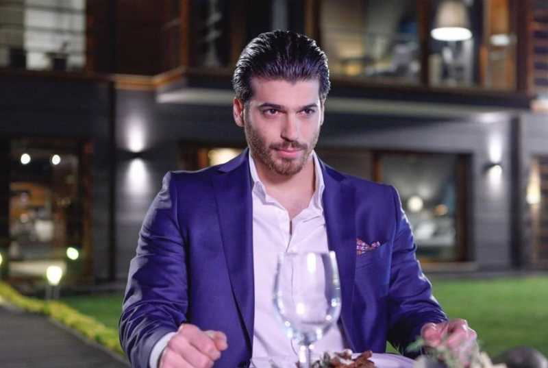 Can Yaman acted as Ferit in Dolunay - Full Moon Turkish romantic comedy