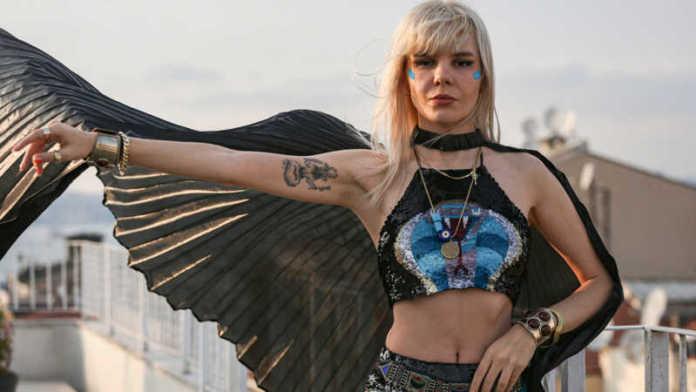 NYTimes evaluated Gaye Su Akyol as Turkey's Psychedelic Rock Star .