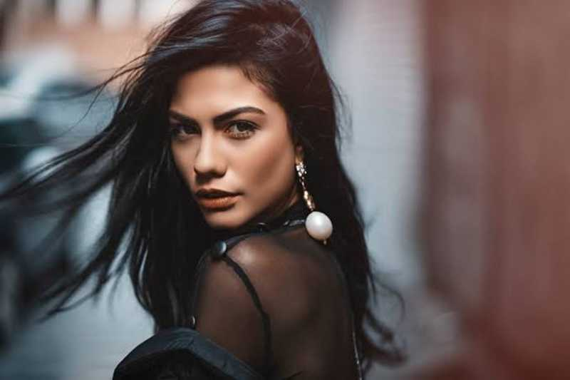 Demet Ozdemir is a Turkish actress, model and dancer.