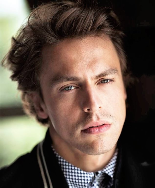 Metin Akdülger is the successful and handsome star of Atiye - The Gift Netflix series.