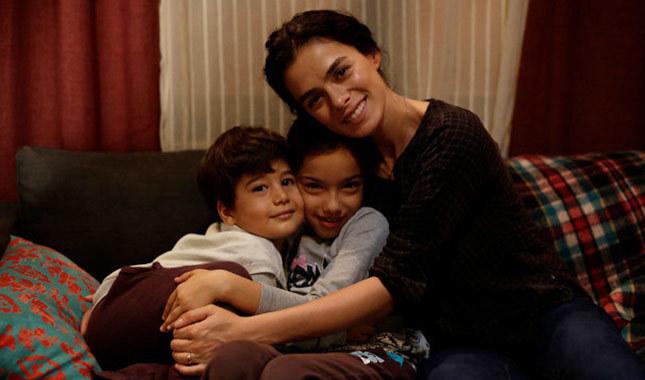 Bahar (Özge Özpirinçci) and her lovely beloved children.