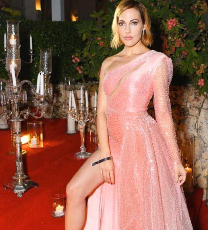 Meryem Uzerli and her stunning beauty.
