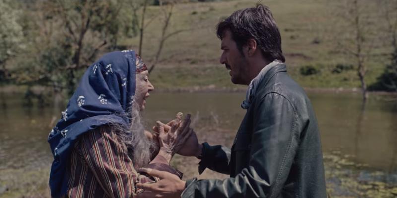 Erhan (played by Mehmet Günsür) sees a vision of his family thanks to Zühre (Meral Çetinkaya)'s supernatural powers.