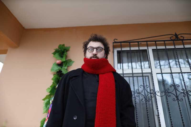 Lütfü (Barış Yıldız) is a poet, who is seeking for his inspiration.