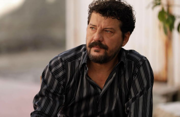 İlker Aksum (acted as Hasan) is theolder brother of RAMO and he is a pure, clean, mad and a lively man.
