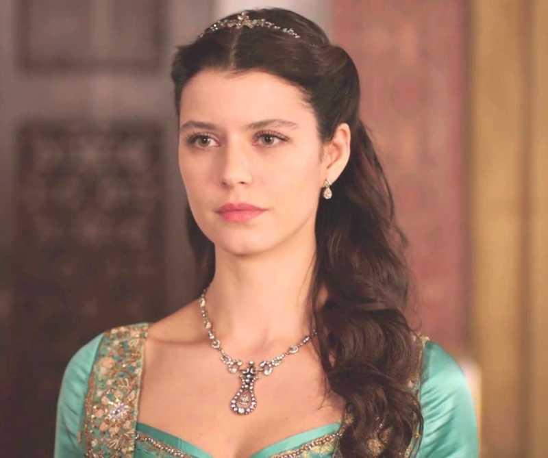 Beren Saat starred as the titular character in the Turkish historical TV drama Muhteşem Yüzyıl: Kösem - Magnificent Century: Kösem.