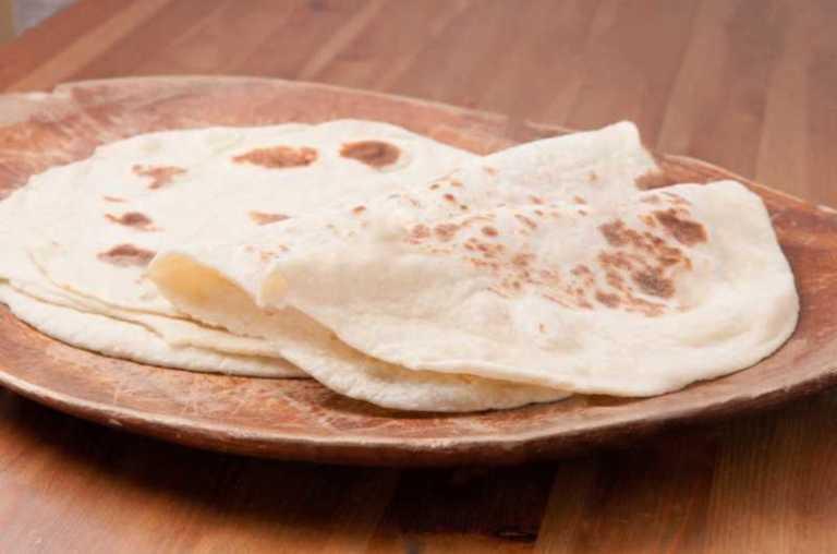 Authentic Turkish Lavas Puff Bread (Lavaş Ekmeği)