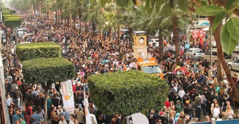Tens-of-thousands-of-people flood to Adana's streets to celebrate the Orange Bloom Festival. (Photo: Sabah)