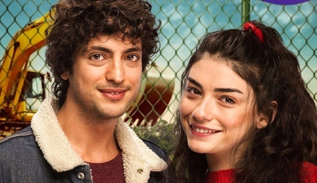 Tayfur (Taner Ölmez) and Melis (Hazar Ergüçlü) are in a difficult and funny love in Dudullu Post Turkish TV comedy. (Image credit: magazinmatik.com)
