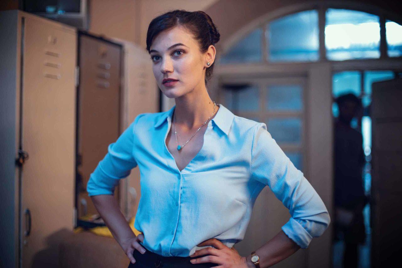 The beauty and the idealist teacher of Love 101 Pınar Deniz, acted as Miss Burcu.