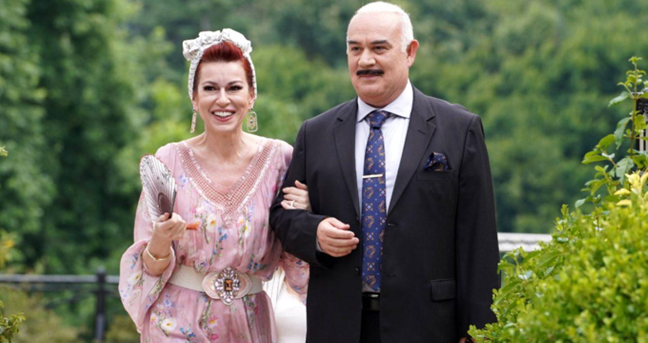 Güven Kıraç (as Namzet Horanta) and İpek Tuzcuoğlu (as Latife)