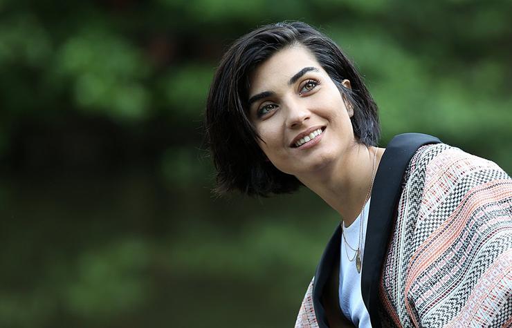 Tuba Büyüküstün is one of the most beautiful Turkish actresses in Turkey. (Image Credit-Posta)