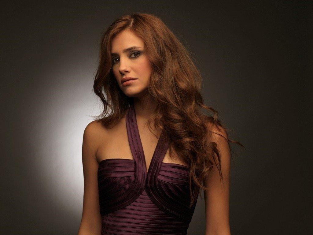 Nehir Erdoğan, with her stunning beauty, is a talented Turkish actress