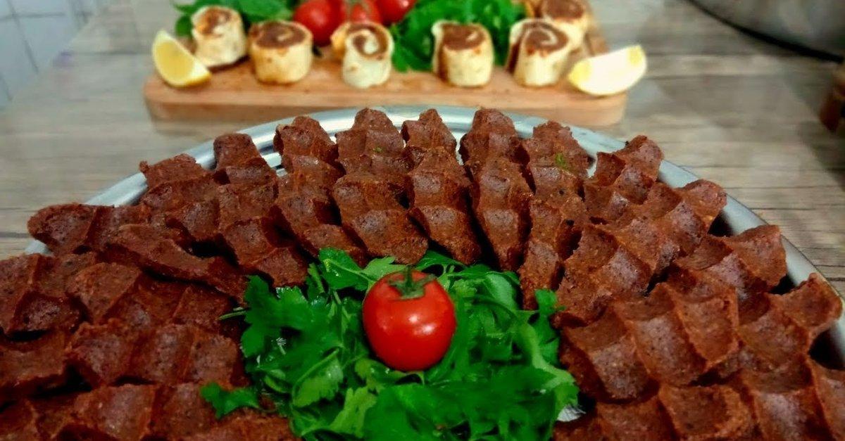 Raw meatballs (Çiğ köfte) is a very common street foods in Turkey