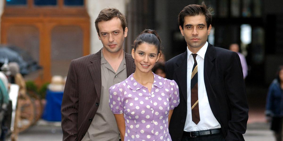 In Hatırla Sevgili (Remember Dear Beloved, 2006) Turkish drama, Cansel Elçin acted as the leading role along with Beren Saat and Okan Yalabık