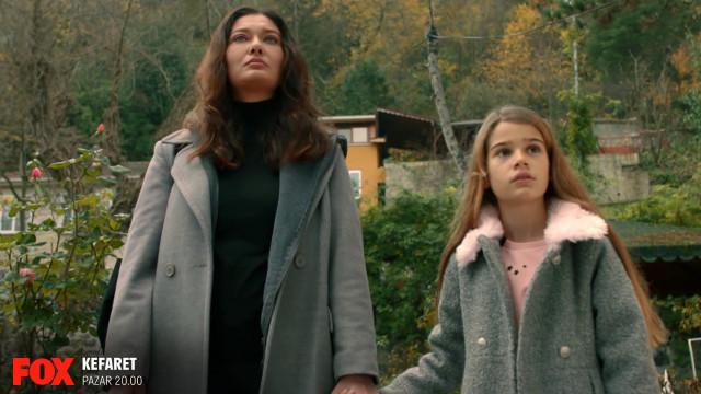 Zeynep (Nurgül Yeşilçay) is a music teacher who struggles for her daughters