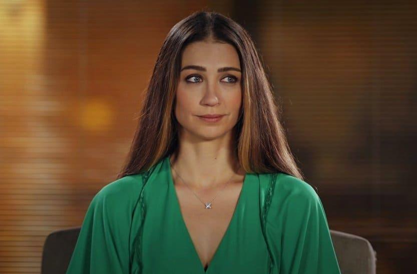 Ceren Benderlioğlu as Ömür in Eşkiya Dünyaya Hükümdar Olmaz (Bandista or The Great Family)