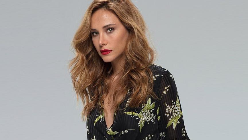 The Turkish actress Burçin Terzioğlu was among those who strongly criticized Bülent Ersoy