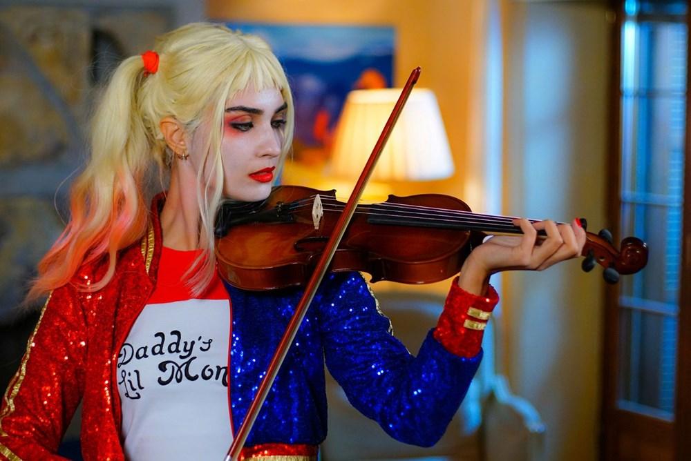 Tuba Büyüküstün in disguise as Harley Quinn, a DC character and the girlfriend of Joker
