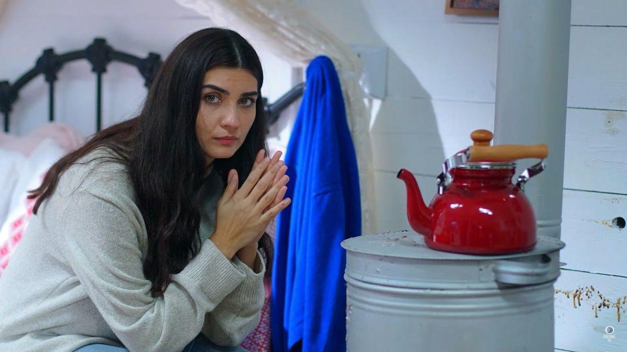Tuba Büyüküstün as Mavi in Sefirin Kızı (The Ambassador's Daughter) Turkish TV series