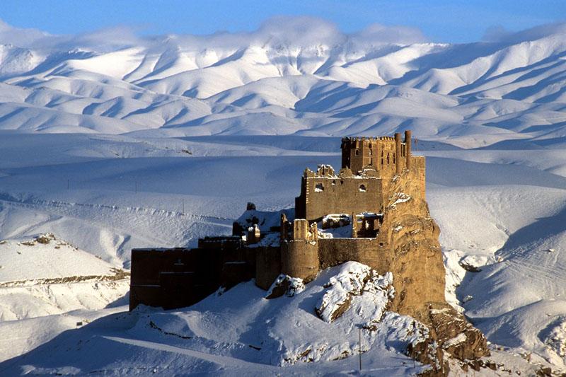 Hoşap Castle has a mesmerizing scene and splendid architecture
