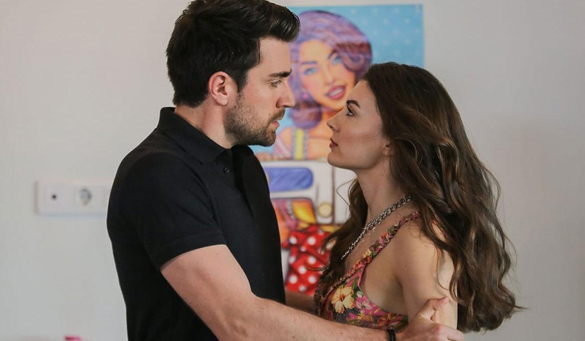 Burcu Özberk and Çağlar Ertuğrul in Afili Aşk (Stellar Love)