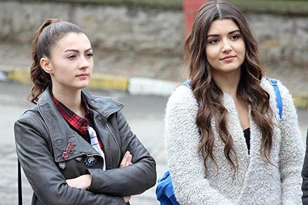 Burcu Özberk and Hande Erçel in Güneşin Kızları Turkish TV drama