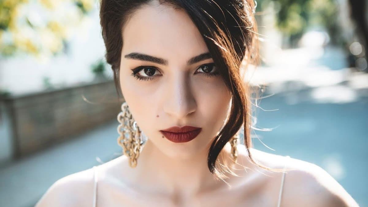 Melisa Aslı Pamuk is the winner of the Miss Turkey contest 2011