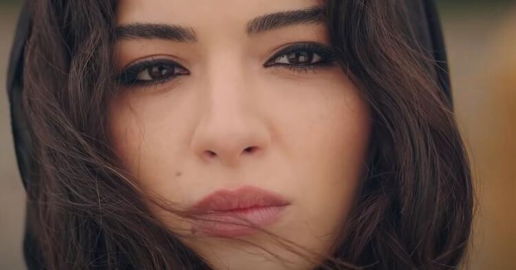 The beautiful Turkish actress is acting as Mitra in The Red Room Turkish TV drama
