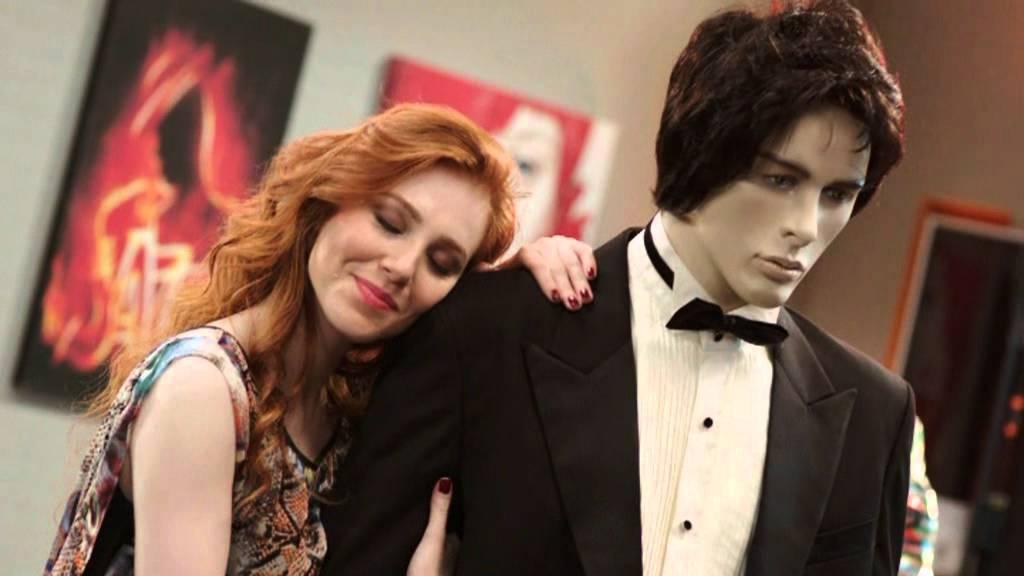 Elçin Sangu in Aşk Kaç Beden Giyer, 2012