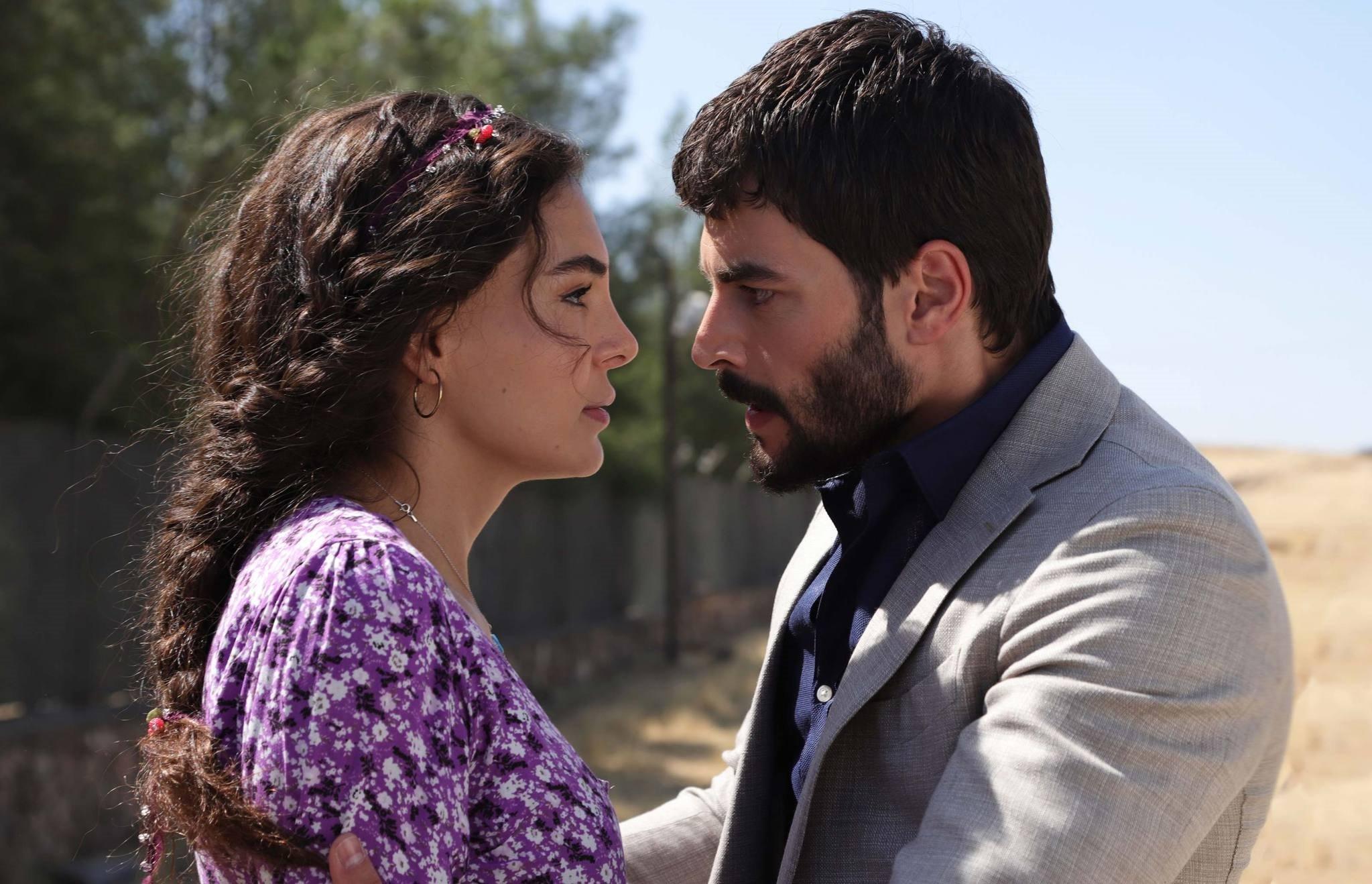Reyyan (Ebru Şahin) and Miran (Akın Akınözü)