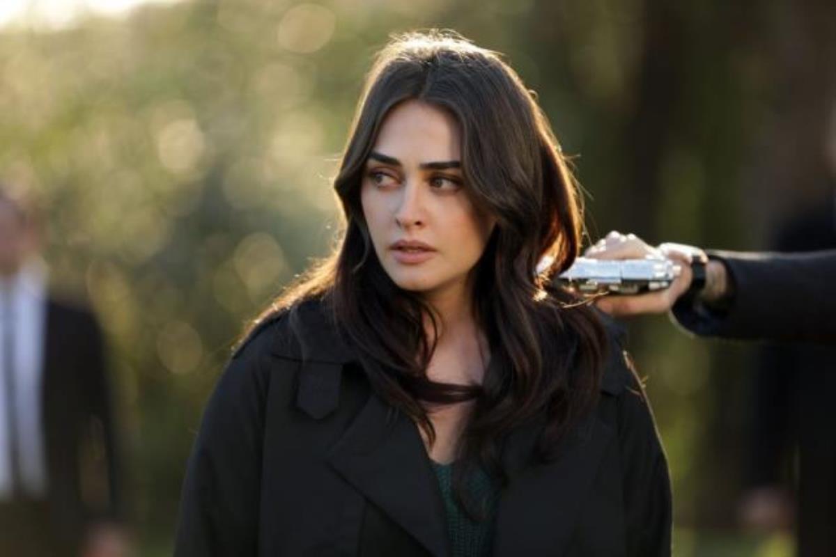 Esra Bilgiç's other important debut on TV was with Ramo, a Turkish TV drama