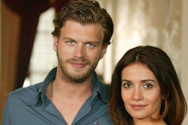 Songül Öden and Kıvanç Tatlıtuğ was the most popular Turkish couple on TV between 2005 and 2008 with Gümüş (Silver, aka Noor and Mohanad)
